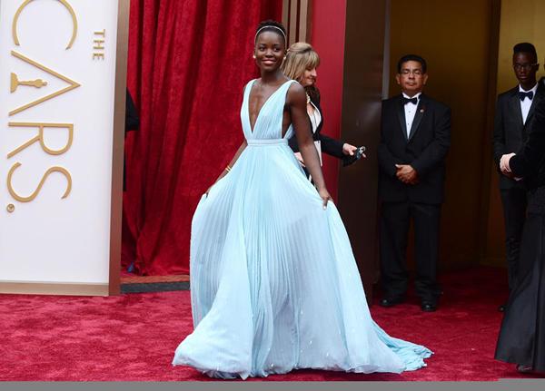 LUPITA Os vestidos do Oscar 2014