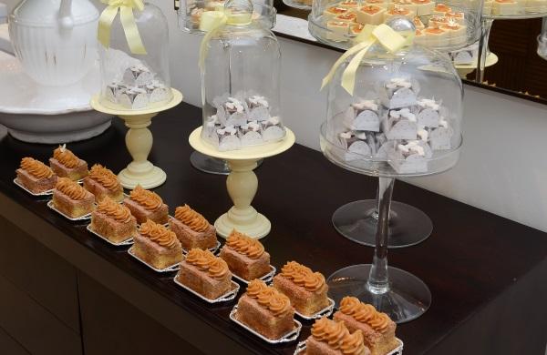 691 Mini Naked Cake