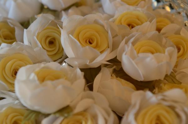 rosas brancas 12 Lembrancinhas comestíveis