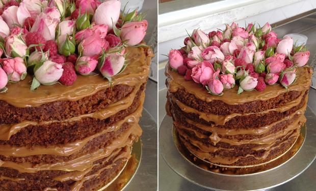 NAKED CAKE 3 Naked cake com flores e frutas