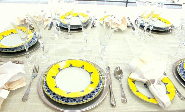 21 Montando mesas {amarelo e azul}