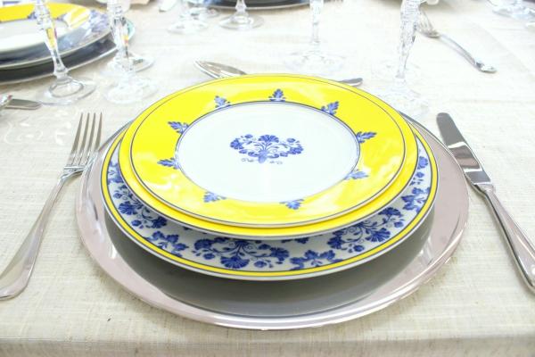 31 Montando mesas {amarelo e azul}