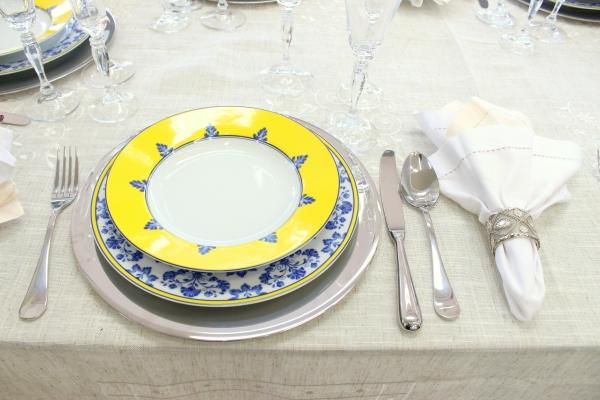 43 Montando mesas {amarelo e azul}
