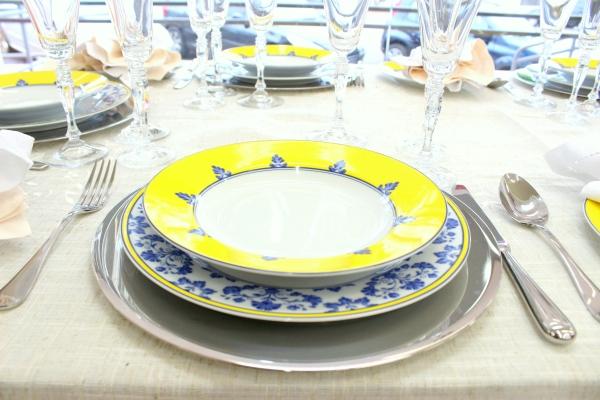 72 Montando mesas {amarelo e azul}