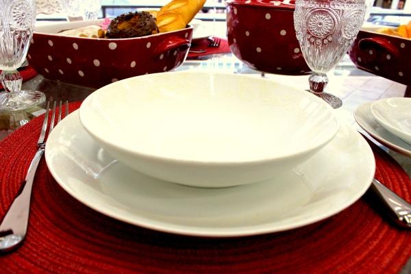 83 Montando mesas {vermelho e branco}