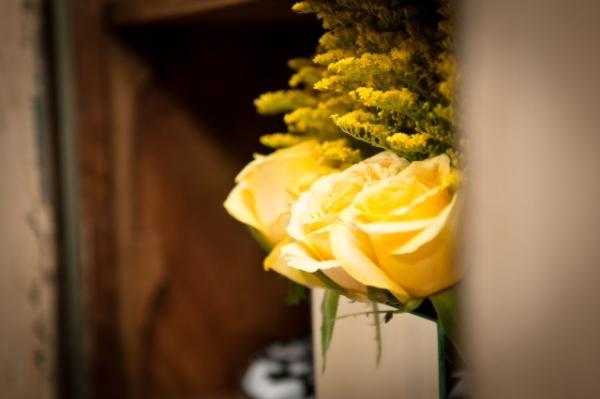 N Decoração: amarelo, preto e branco