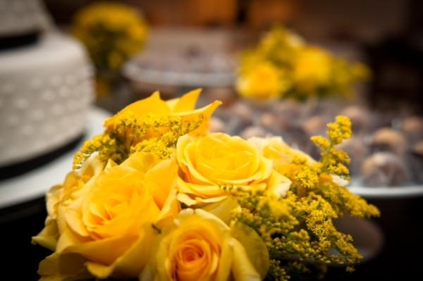 S Decoração: amarelo, preto e branco