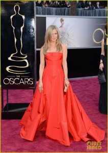 jennifer aniston oscars 2013 with justin theroux 01 212x300 85th Annual Academy Awards   Arrivals