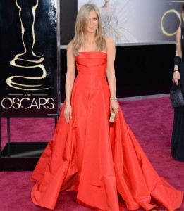 jennifer aniston oscars 2013 with justin theroux 012 261x300 jennifer aniston oscars 2013 with justin theroux 01