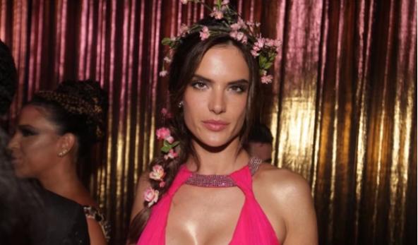 VOGUE A Alessandra Ambrósio para o Baile da Vogue