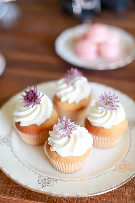 MINI CUPCAKES COM FLORES Cupcakes + Flores