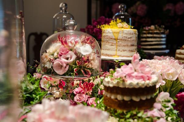 39 Tendência: mesa com bolos variados