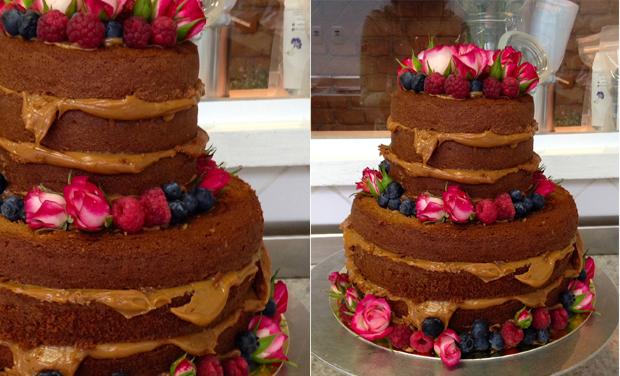 NAKED CAKE 2 Naked cake com flores e frutas