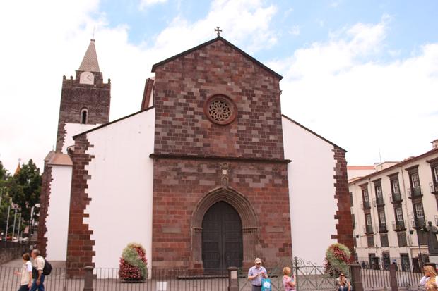 igreja da se de funchal copy Lua de Mel: Ilha da Madeira