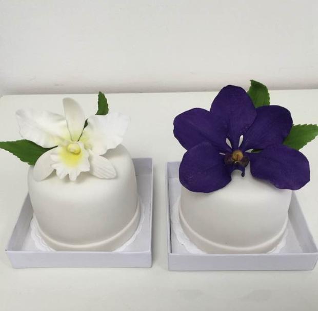 mini bolo Mini bolo {com flores}