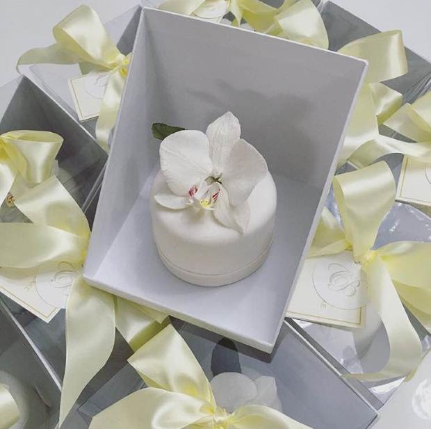 mini bolo e orquidea Mini bolo + orquídea