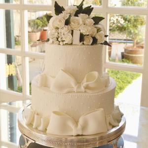 bolo com lacos e flores 300x300 Bolo com laços e flores