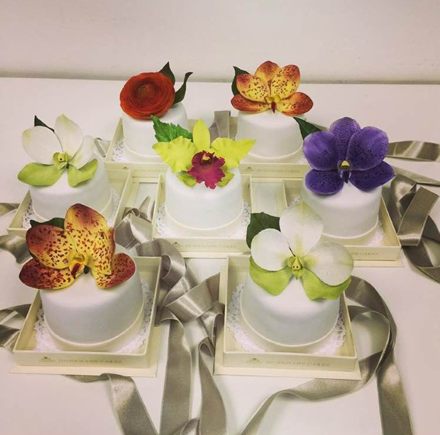 mini bolos lembrancas Para os padrinhos: mini bolos com flores