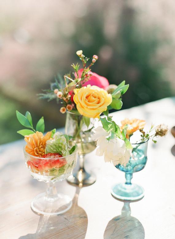 flores em tacas Flores em taças