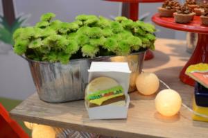 hamburgueria com a la kombitta 1 300x199 hamburgueria com a la kombitta 1