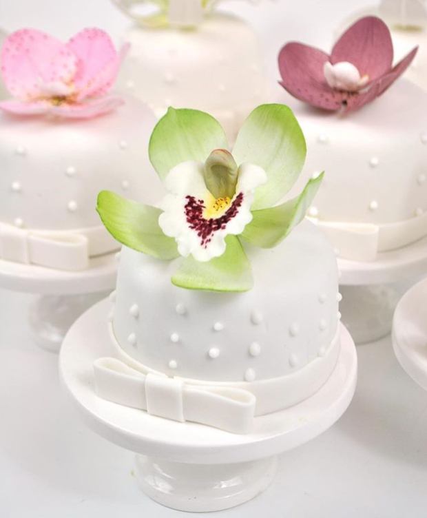 mini bolos com flores Mini bolos com flores de açúcar